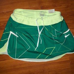Nike scourt